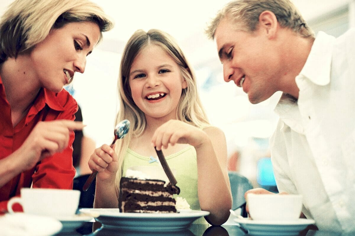 Family eating dessert out.